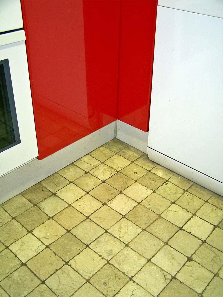 Decoraci n con m rmol suelos con marmol envejecido for Suelo marmol rojo