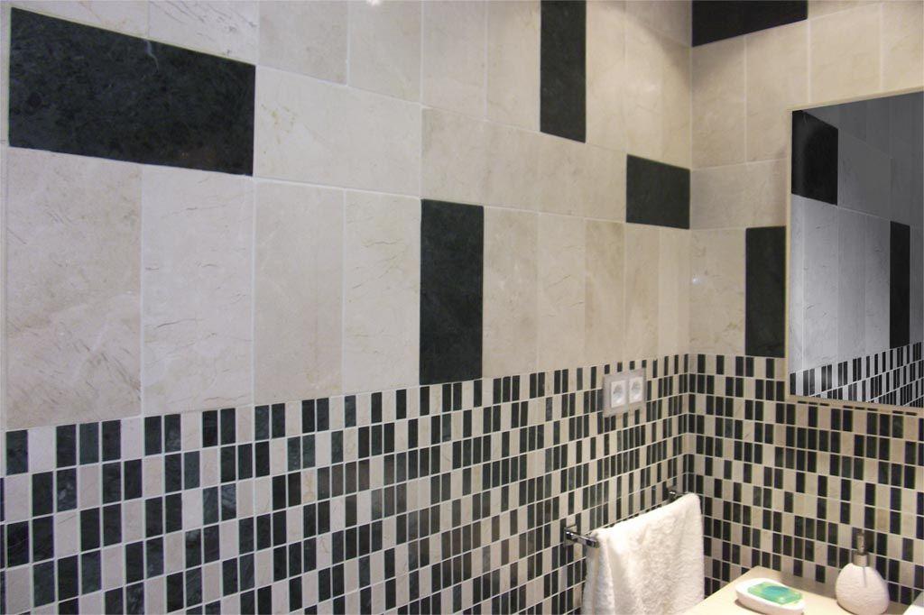 Ba o decorado en m rmol pulido dise o con mosaico y cenefa - Mosaicos para banos ...