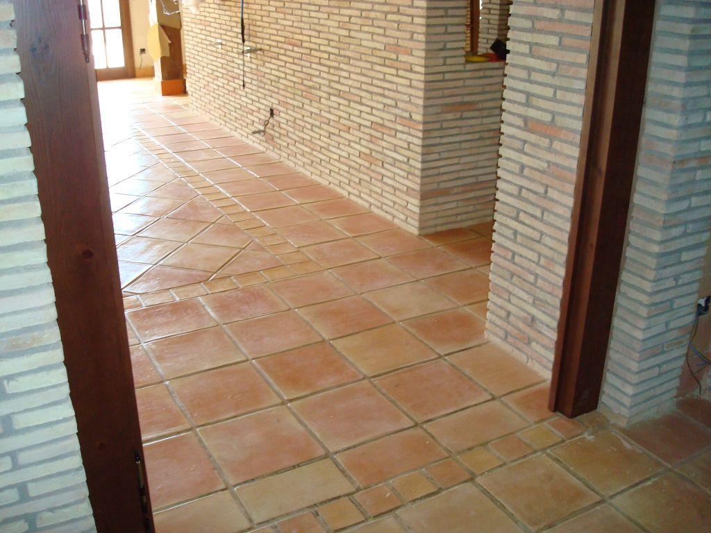 Baldosas terracota suelos de barro manual pavimento de for Suelos de gres porcelanico precios