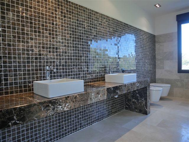Gresite en ba os arquitectura dise o con mosaico marron - Gresite para banos ...