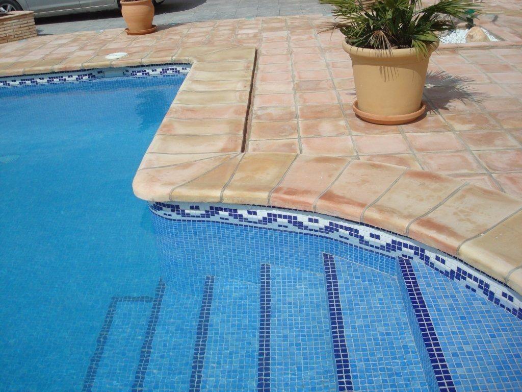 Venta de barro arcilla valent n rodapie barro for Bordillo piscina